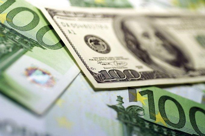 Напервых торгах зимы евро опять обновил годовой максимум 1