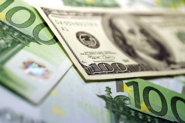 Биржа: курс доллара опустился ниже 2-х руб.