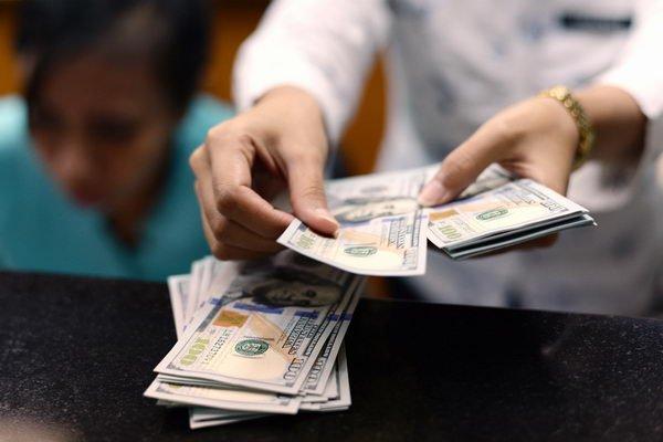 Белорусы вянваре-апреле продали валюты больше, чем купили