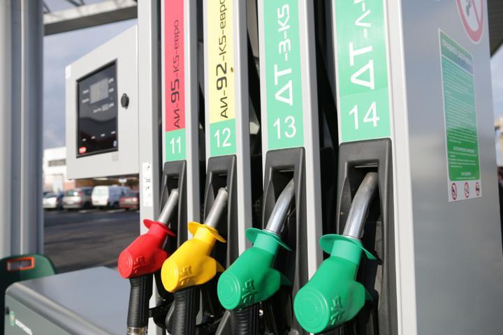 В Беларуси розничные цены на топливо вновь увеличились на копейку.